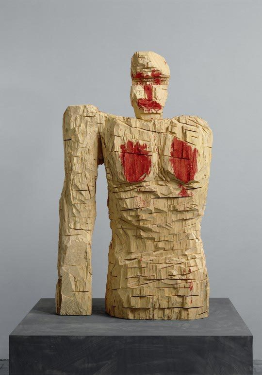 Georg Baselitz Frau Paganismus / Madame Paganisme, 1994, Ayous et dispersion, 215 x 132 x 68 cm, Hess Art Collection, Suisse
