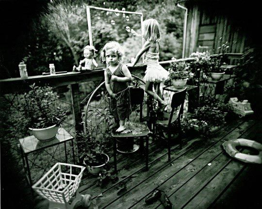 Sally Mann, Blowing bubbles, 1987