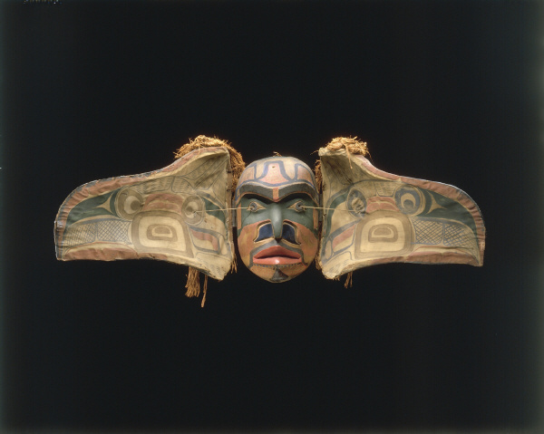Masque à transformation, musée du quai Branly, photo Hughes Dubois